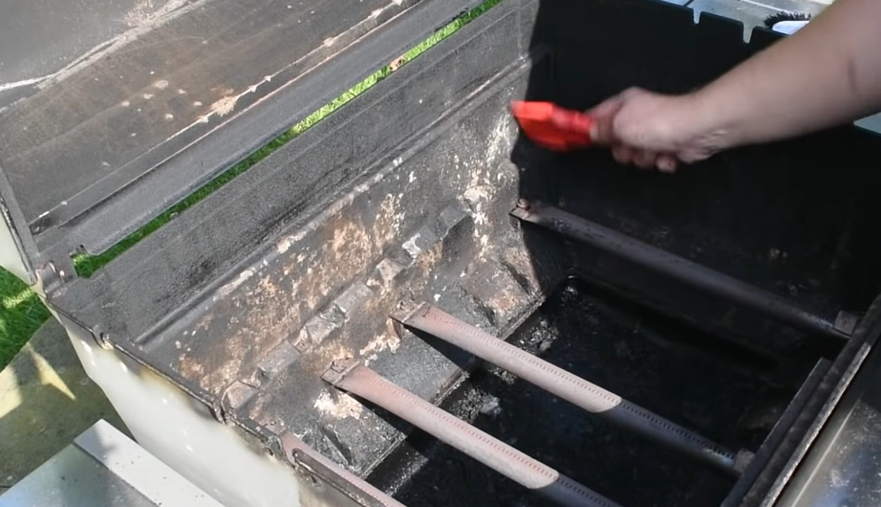How To Clean A Gas Grill With Minimal Effort